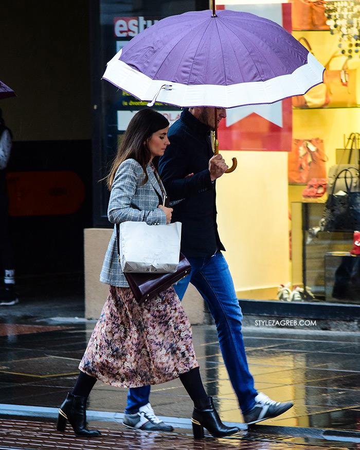Zagreb street style jesen moda špica sivi sako, cvjetasta suknja, čizme gležnjače