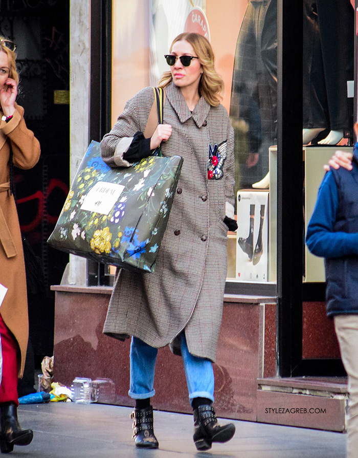 street style zagreb sivi kaput špica ErdemxH&M shopping bag