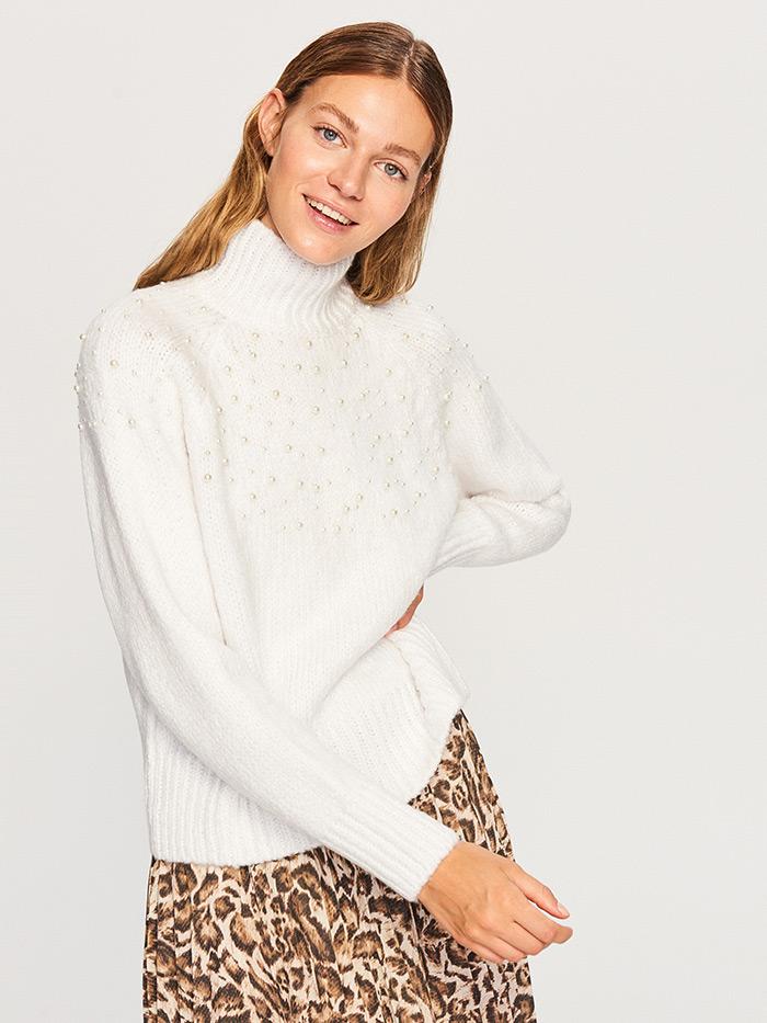 Kombiniranje suknje leopard uzorka bijeli džemper