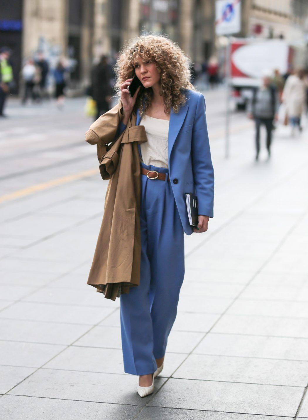 Poslovni dress code: odijela u jarkim bojama