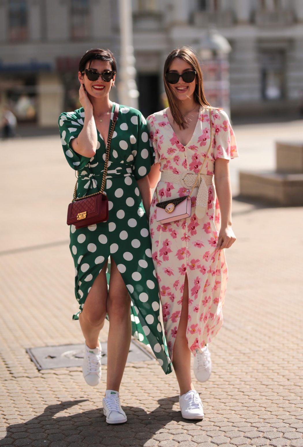 Šarmantni mama i kćer look u lepršavim proljetnim haljinama
