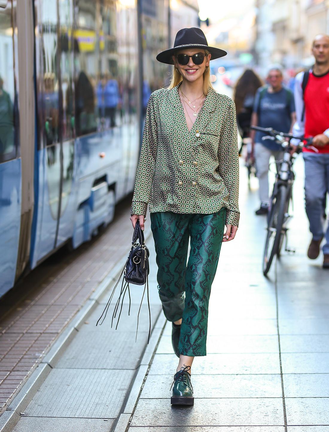 street style zagreb ženska moda jesen zima 2019/2020 zelene hlače zmijskog uzorka špica zagreb zagrebačka špica Lucija Lalić instagram