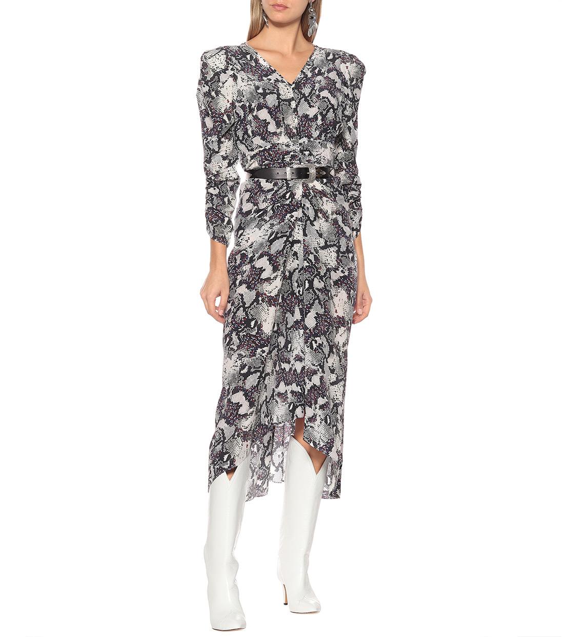 street style zagreb ženska moda jesen zima 2019/2020 kako kombinirati zmijski uzorka špica zagreb zagrebačka špica asos topshop h&m mytheresa designers look Isabel Marant snake dress white boots