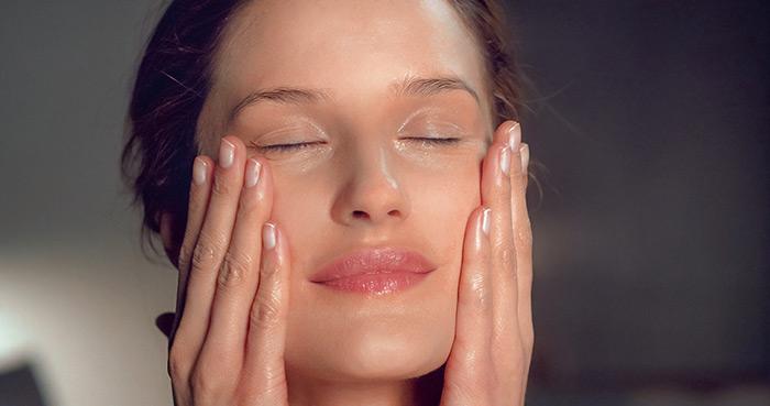 5 razloga zašto lice voli Dr. Haucshka kremu za čišćenje