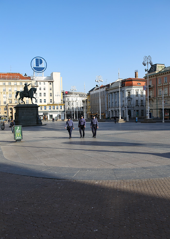 koronavirus potres Zagreb fotke fotografije nakon potresa trg bana jelačića policija