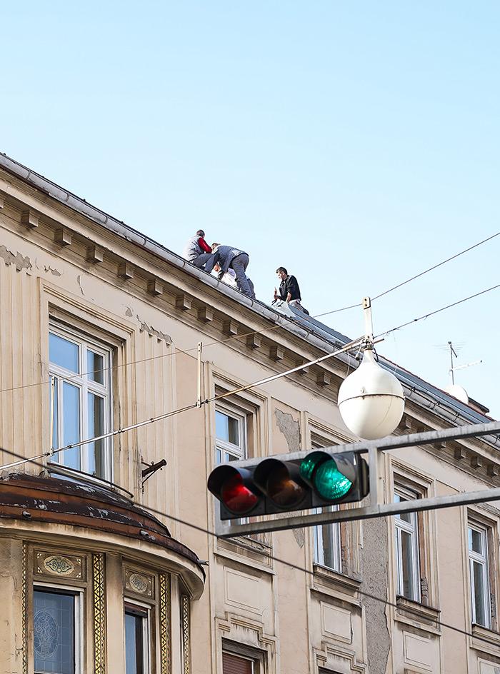 koronavirus potres Zagreb fotke fotografije nakon potresa građevinari na krovu