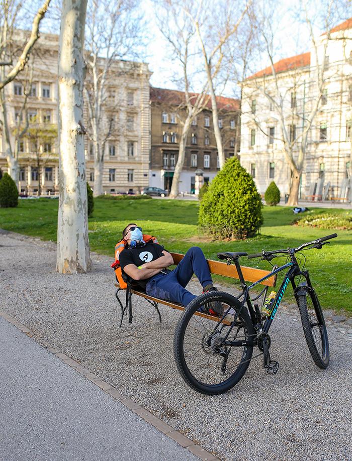 koronavirus potres Zagreb fotke fotografije nakon potresa dostavljač hrane
