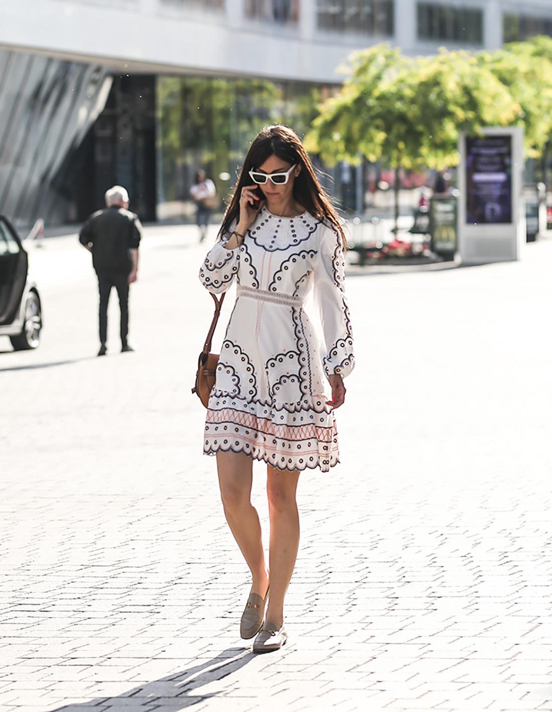 rupičaste haljine ljeto 2020 zagrebačka špica. Zimmermann rupičasta haljina na zagrebačkim ulicama / foto: stylezagreb