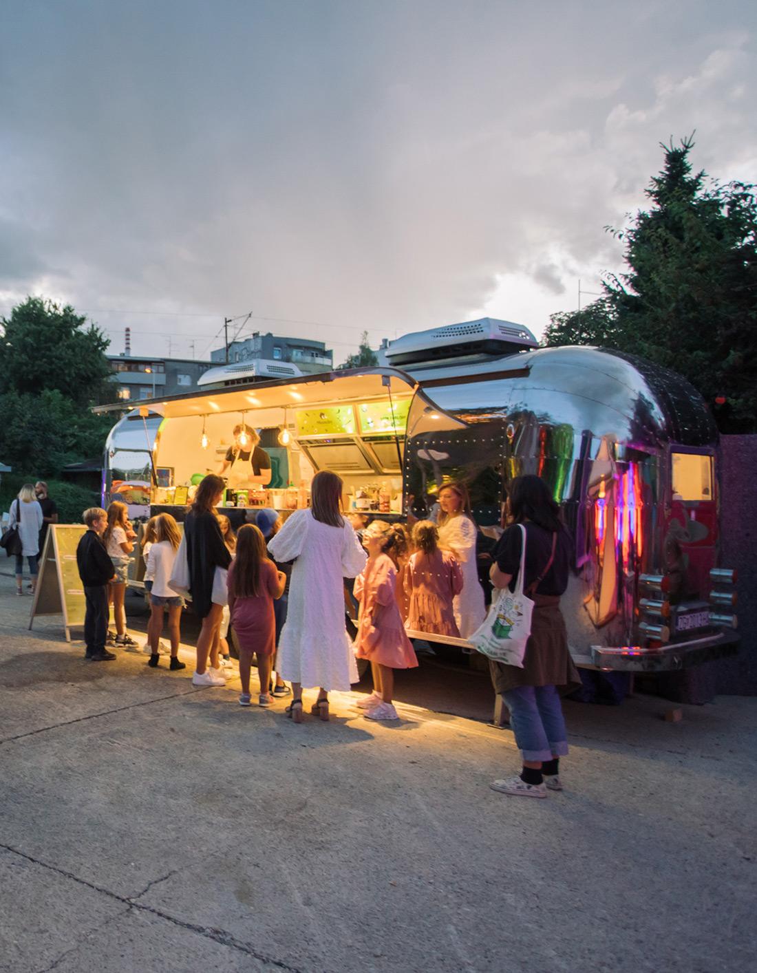 """Zagreb Design Week, najveći hrvatski događaj za dizajn sinoć se otvorio u Hali V, a ovogodišnja tema je Korona i """"Nova normalnost"""""""