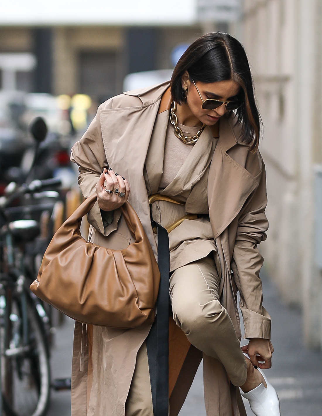 popularne zara torbice moda jesen torbica za mobitele shell bag zgužvane torbice s naglašenim lancem milano street style foto ana josipović
