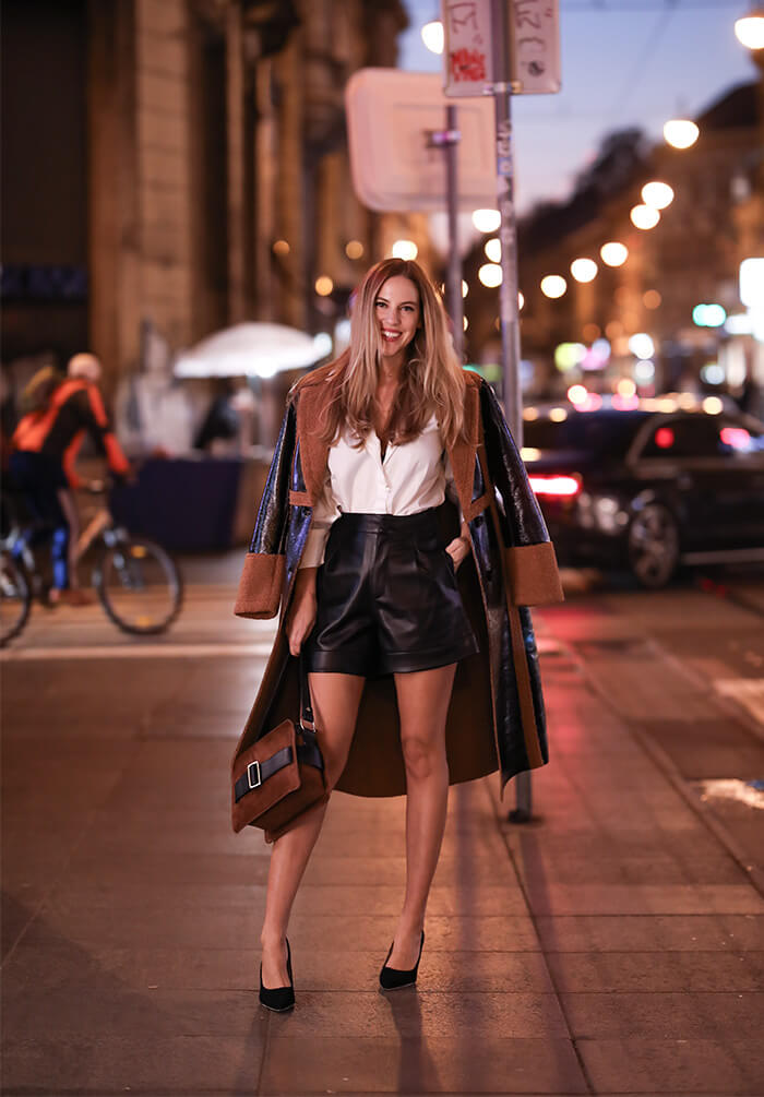 što odjenuti za božićni party svečani styling Paula Volarević street style moda zagrebačka špica  Reserved bijela košulja kožni crni šorc crne salonke kaput od lakirane kože