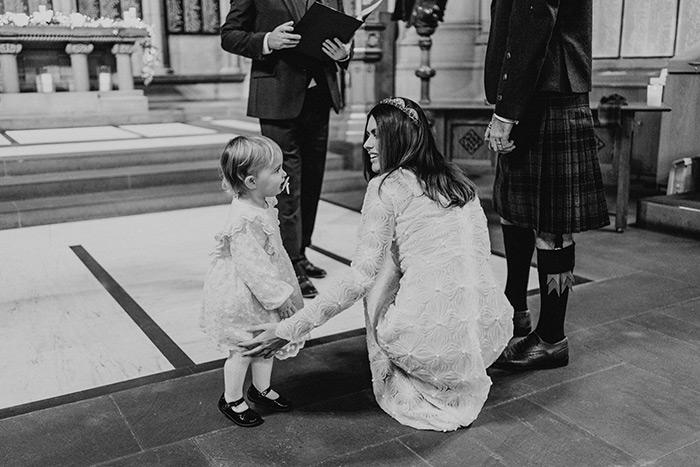 Anita Dujić, romantično vjenčanje u Škotskoj, vjenčanica od čipke midi duljine