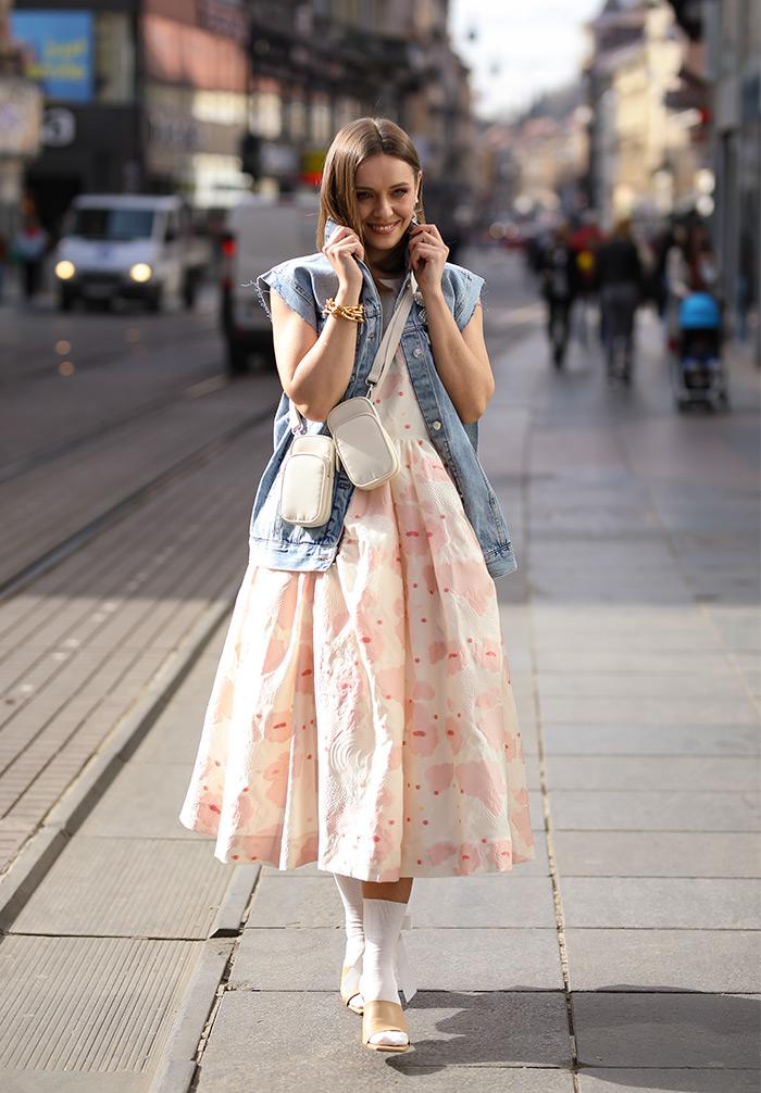 Kreacije Simone Rocha x H&M street style moda na ulicama Zagreba. Isprobali smo, pogledajte! Foto: Ana Josipović i Slavica Josipović, kiparica i dizajnerica Karla Ljubičić,