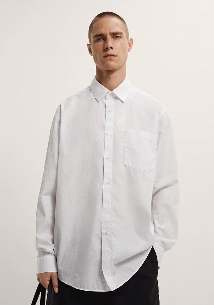 Zara shirt U doba popularizacije comfort odjeće u modi, ovakvi komadi postali su dragocjena riznica za slaganje svakodnevnih ženskih stylinga, a žene su u muškoj odjeći na poseban način atraktivne