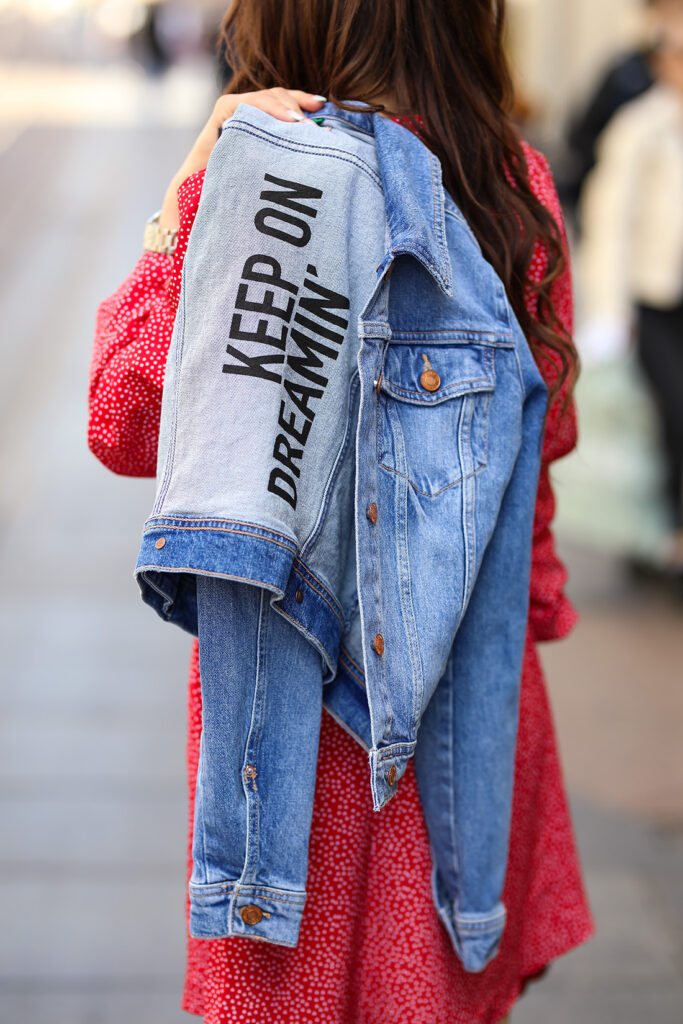 Lorena Dumbović proljenti styling Guess dizjan traperice baloner pencil suknja biciklističke šilterica traper jakna crvena mini haljina na točkice keep on dreamin' zagrebačka špica foto Ana Josipović