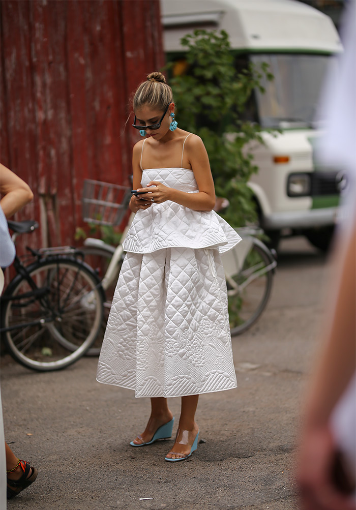 Sezona bijelih voluminozinih haljina Pernille Teisbaek Zara Asos H&M Cecilie Bahnsen &Other Stories sneakers
