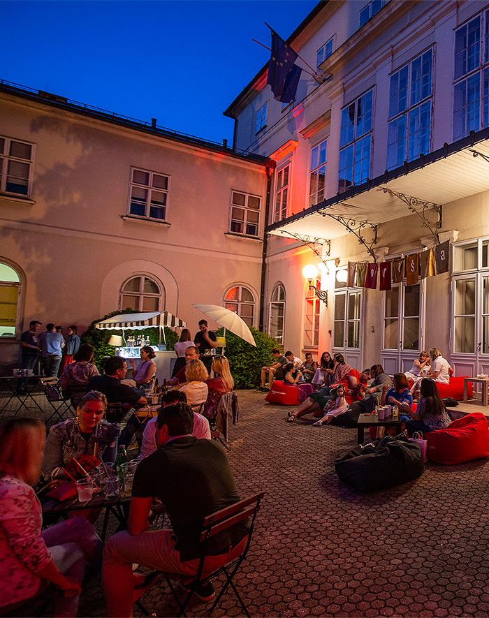 DVORIŠTA 10 dana svakog dana od 18 do 24 h szavire iza fasada gornjogradskih palača i uživaju u njihovoj jedinstvenoj ljepoti