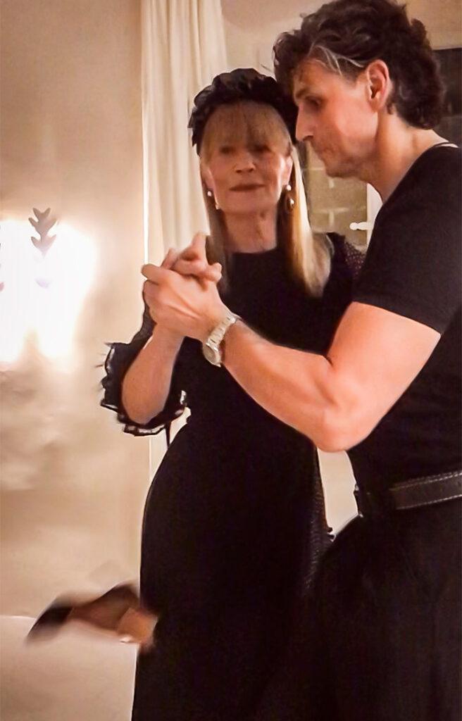 Gđa Đurđa Tedeschi uvijek privuče stilom odijevanja, a ovaj put oduševila je i plesnim stilom